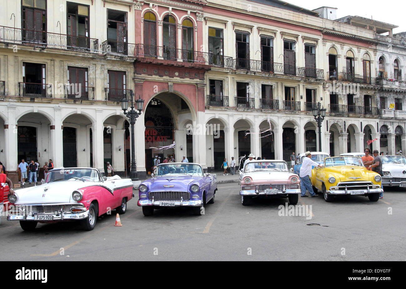 Old Buildings and Cars Havana Cuba - Stock Image