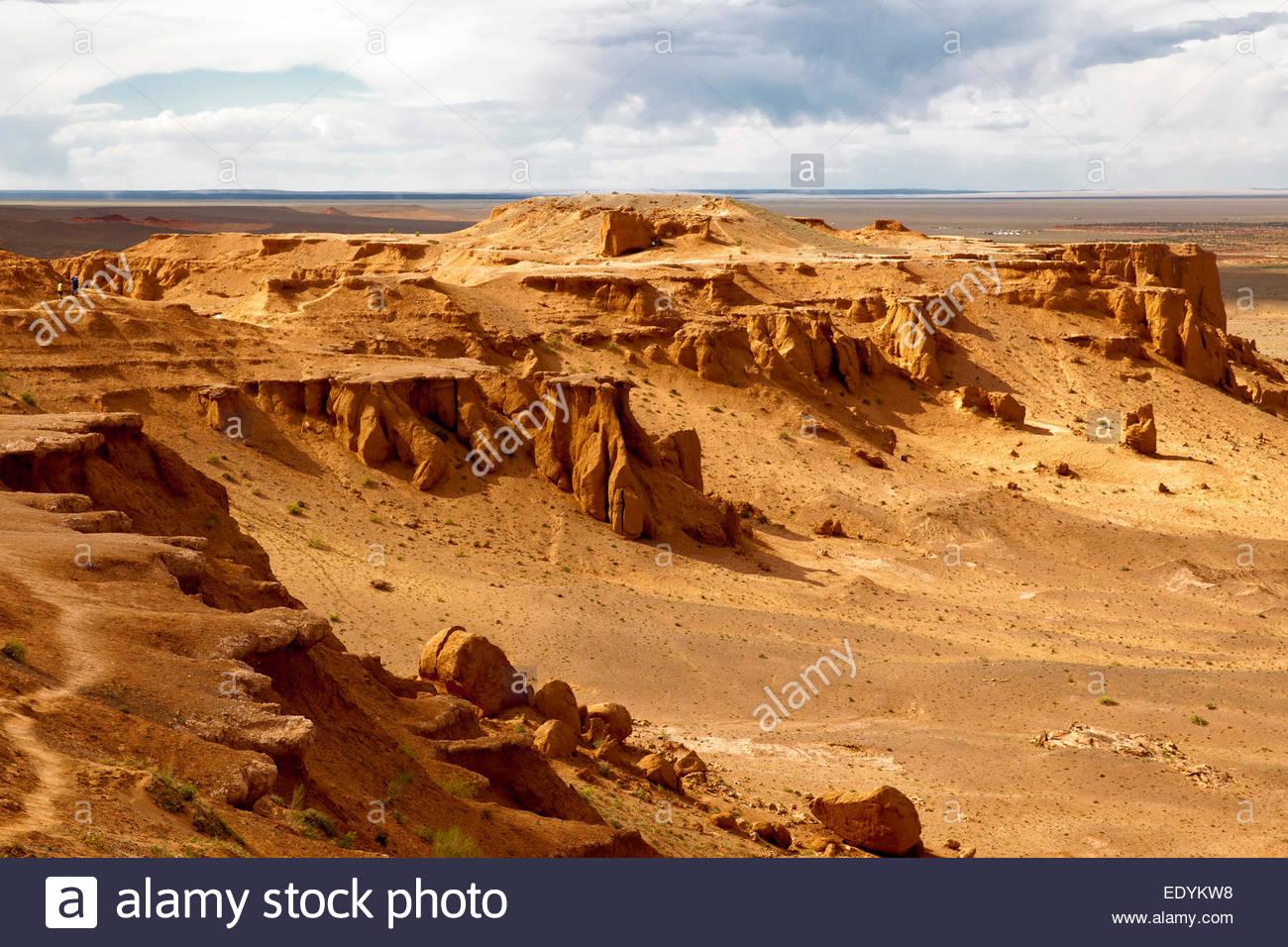 Bayanzag, also Flaming Cliffs, Gobi Desert, Ömnögovi Province, Mongolia - Stock Image
