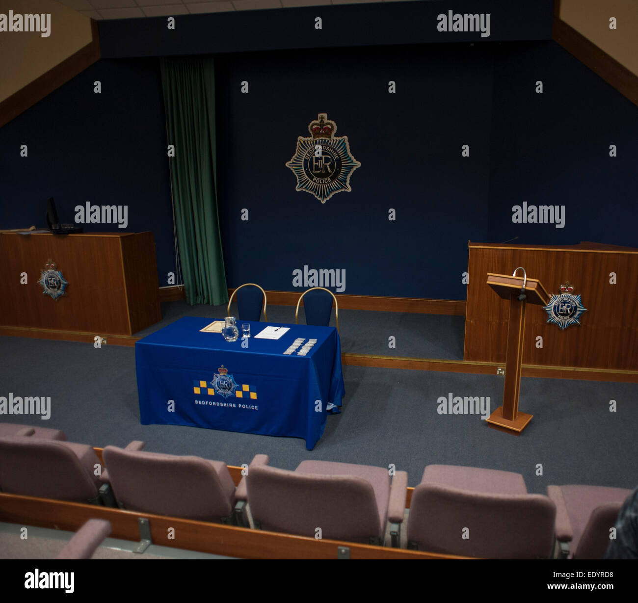 Bedfordshire police meeting conference room. credit: LEE RAMSDEN / ALAMY - Stock Image