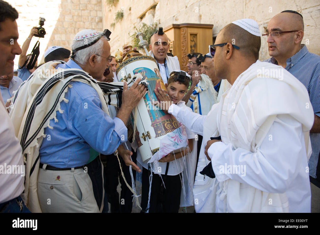 Bar Mitzvah ritual at the Wailing wall in Jerusalem. A 13 years old boy who has become a Bar Mitzvah - Stock Image