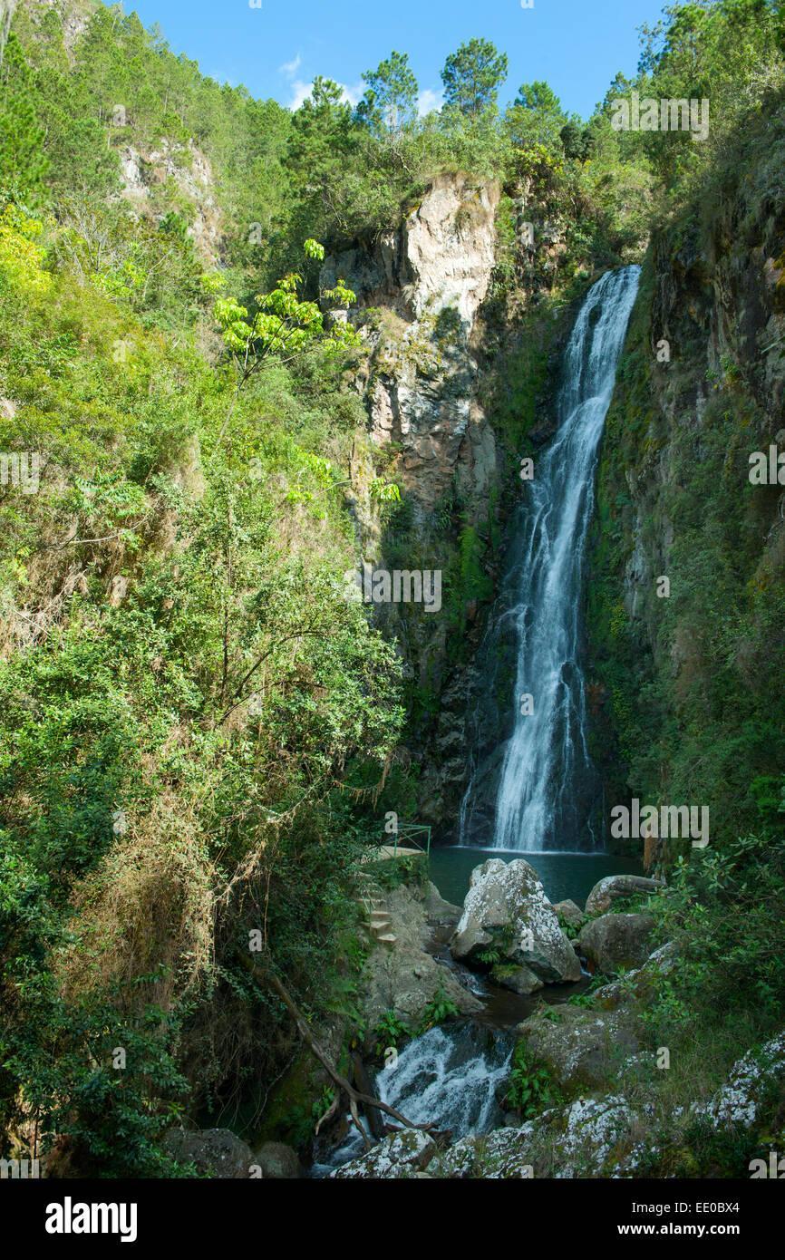 Dominikanische Republik, Cordillera Central, Constanza, Wasserfall Salto de Aguas Blancas beim Dorf El Convento Stock Photo