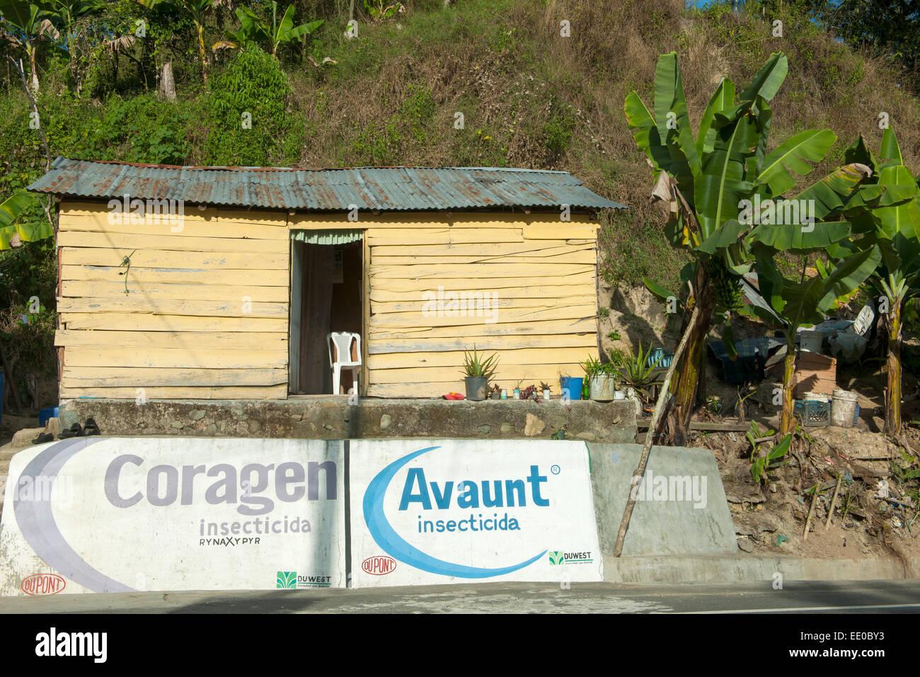 Dominikanische Republik, Cordillera Central, Constanza, Werbung für Herbizide und Pestizide - Stock Image