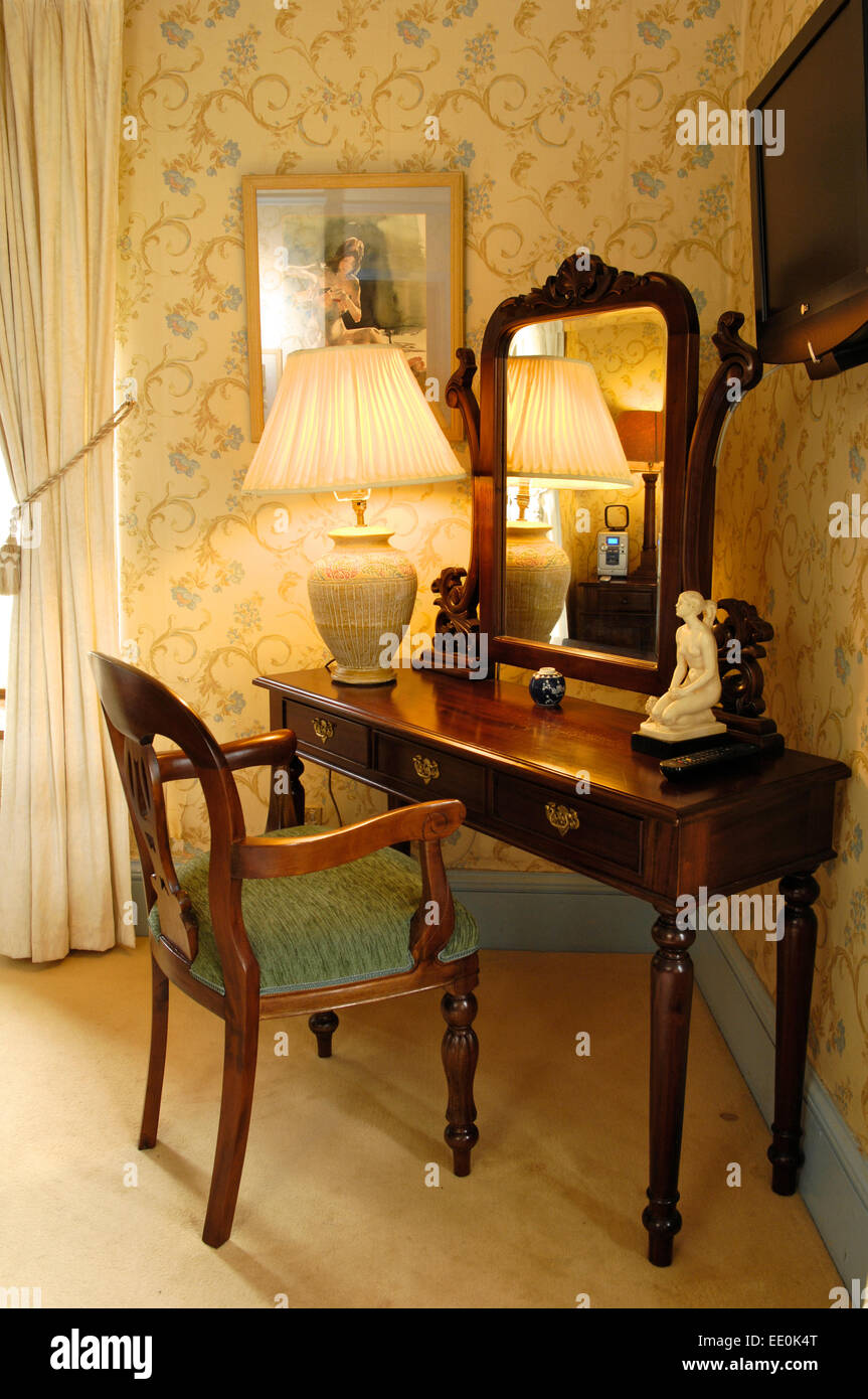 Hotel Room Photography: Antique Dressing Table In Hotel Room, Devon UK Stock Photo