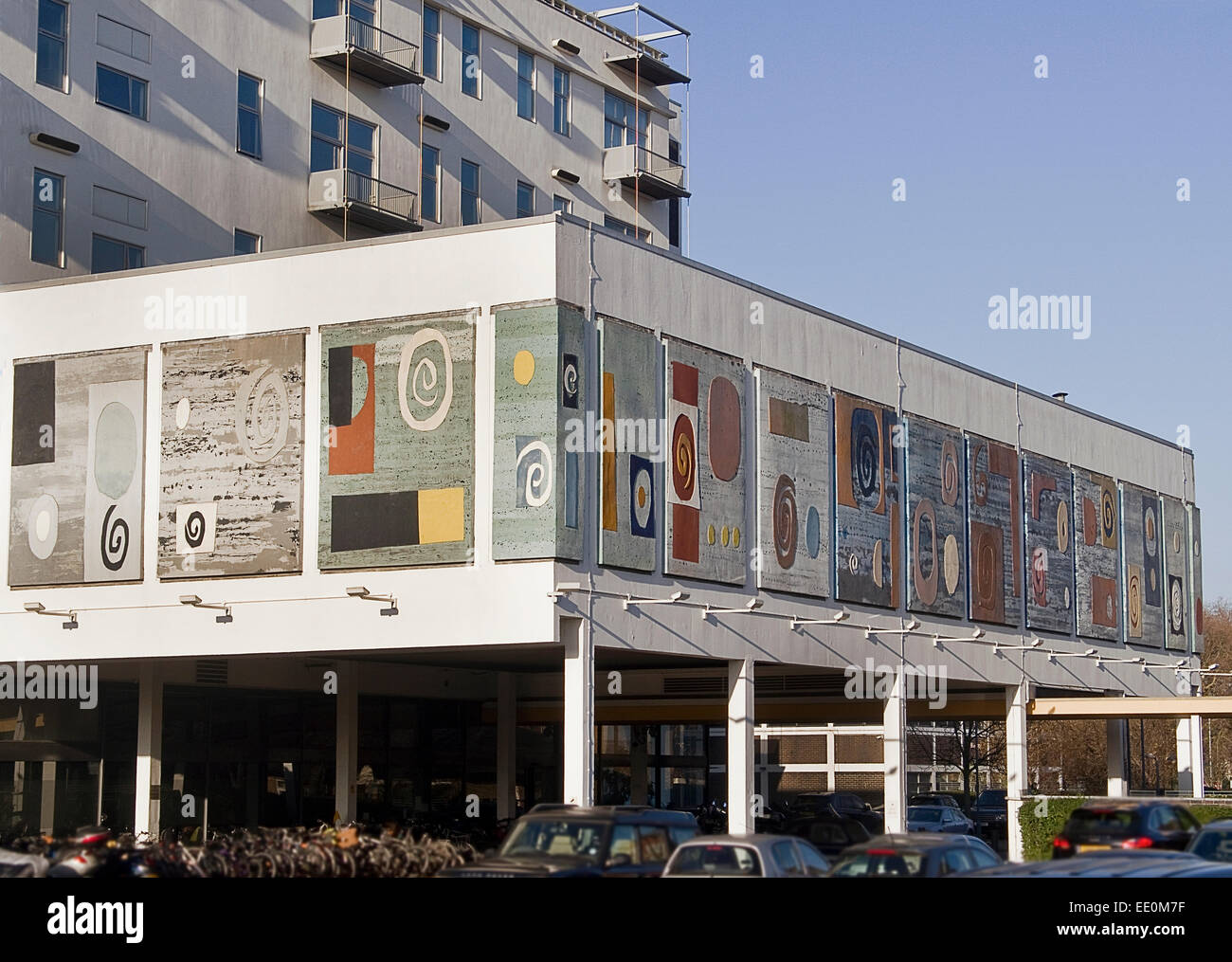 Piper Building in London SW6. This 1950's building  decorated with large art works by artist John Piper - Stock Image