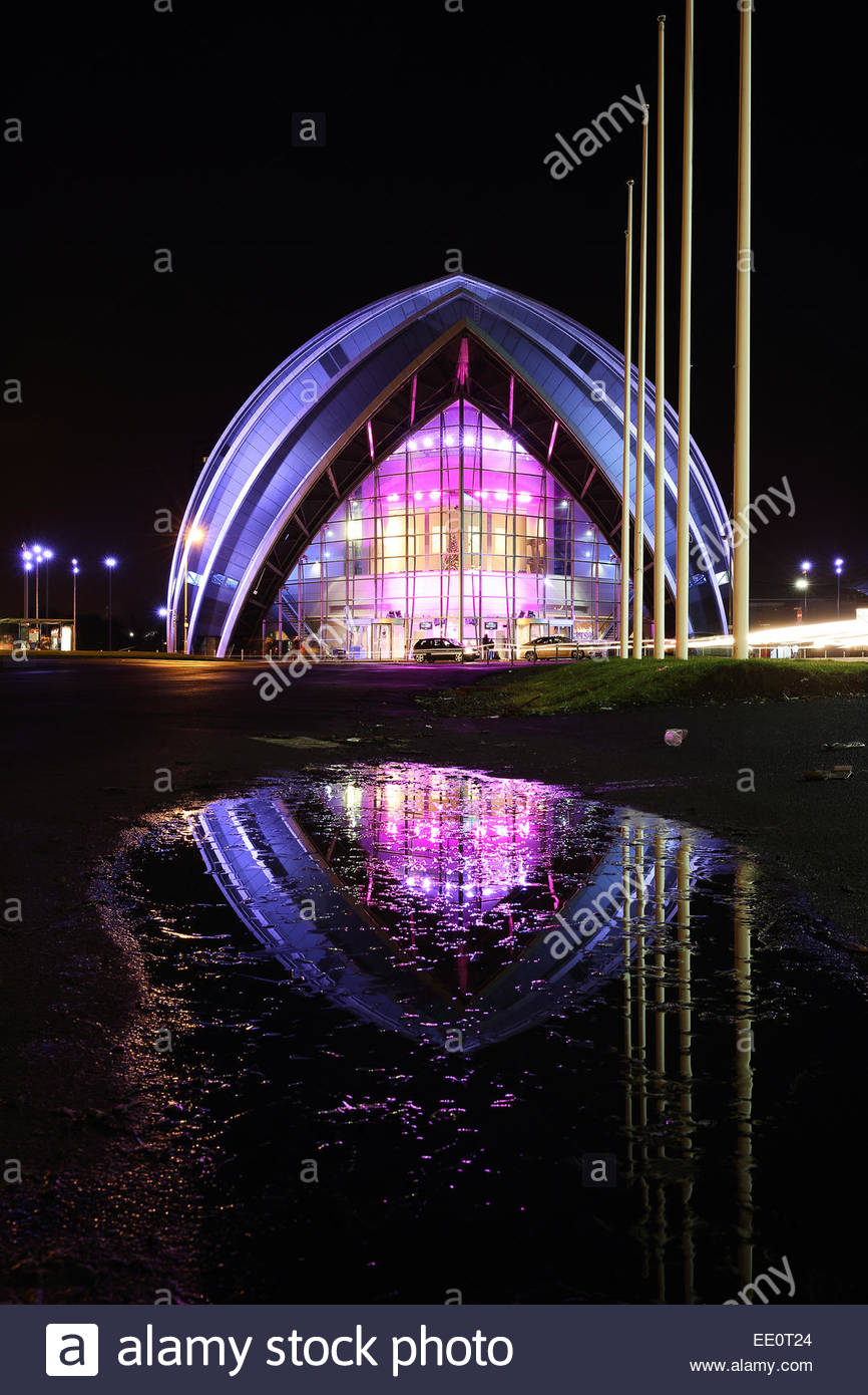 The Glasgow Clyde auditorium reflecting on a puddle at night - Stock Image