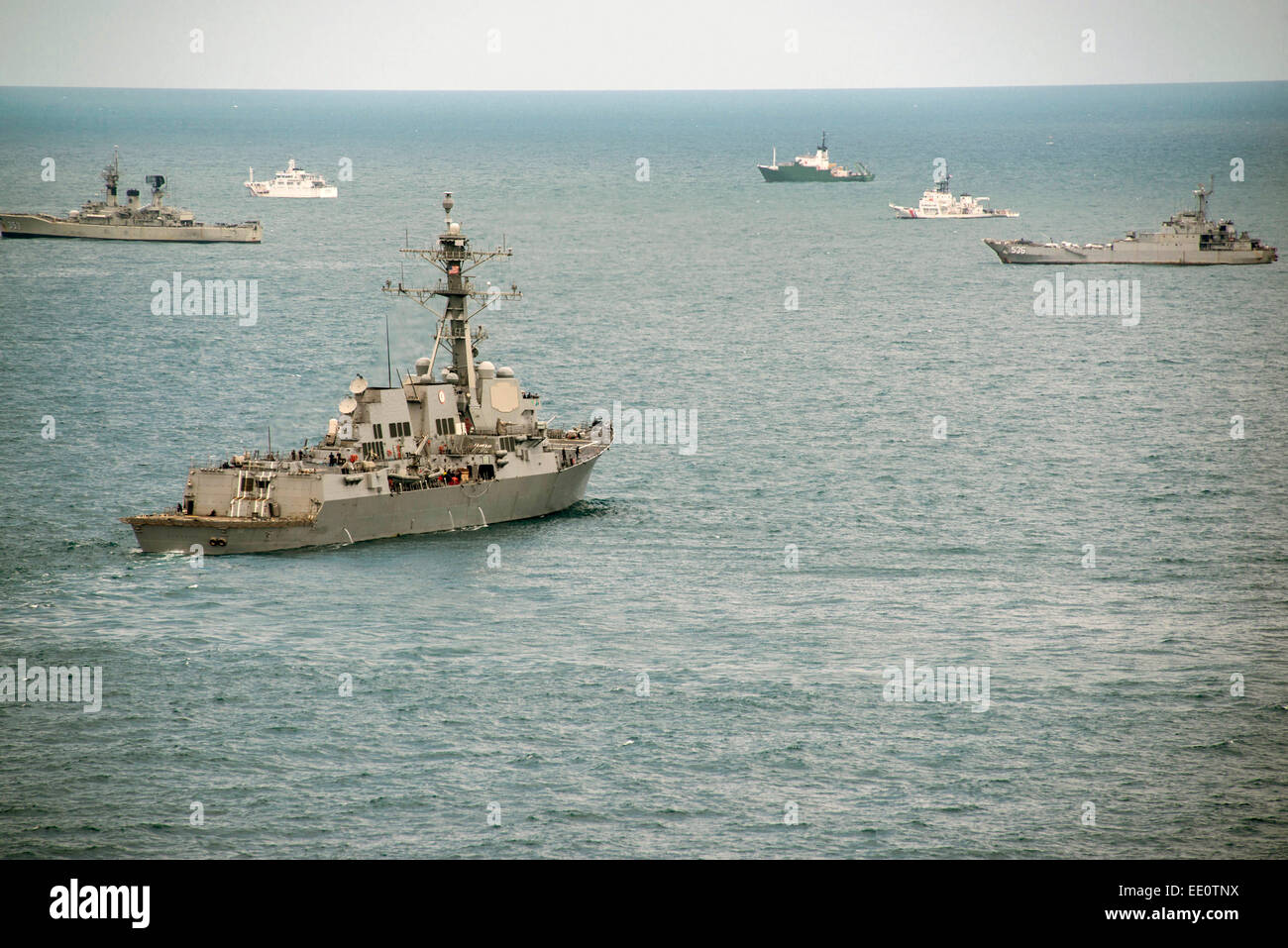 US Navy guided missile destroyer USS Sampson during search efforts to locate AirAsia Flight 8501 black box along Stock Photo