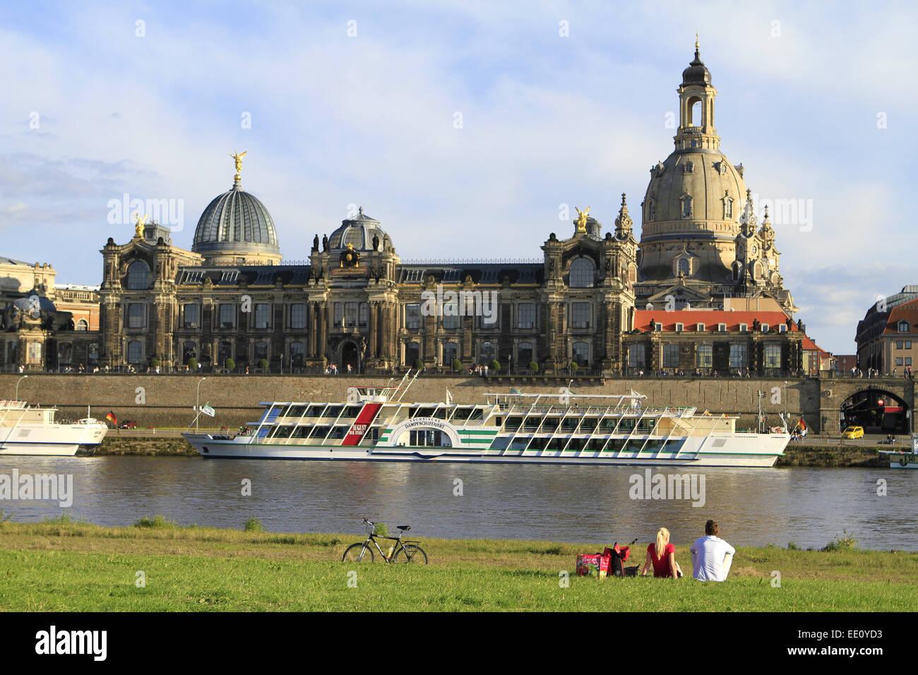 Deutschland, Sachsen, Dresden, Altstadt, Elbufer, Frauenkirche, Kunstakademie Stock Photo