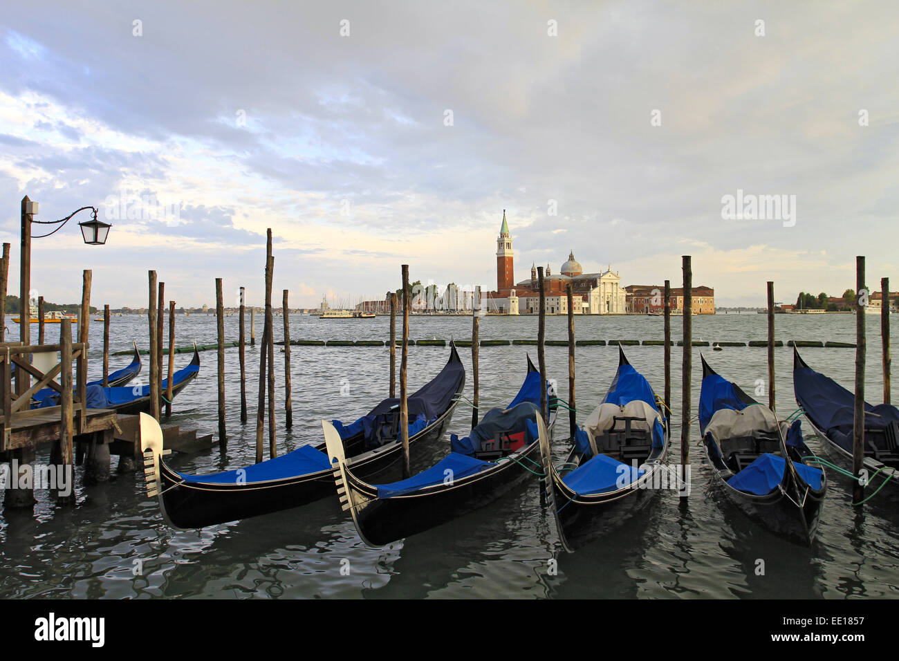 Gondeln am Canale Grande in Venedig, Italien - Stock Image