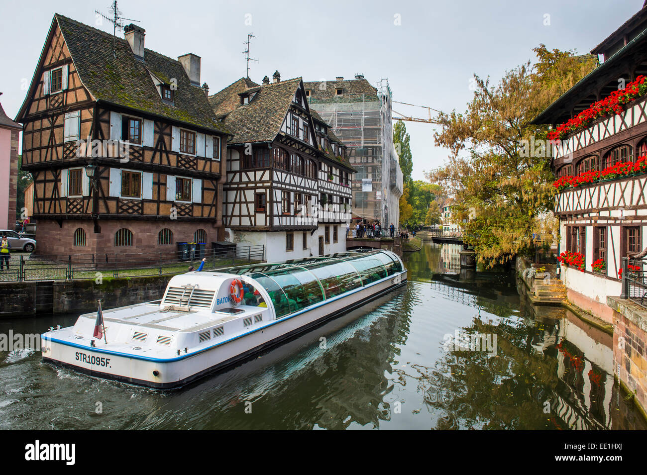 Tourist boats in the lock, the tanners' quarter, Petite France, Strasbourg, Alsace, France, Europe - Stock Image