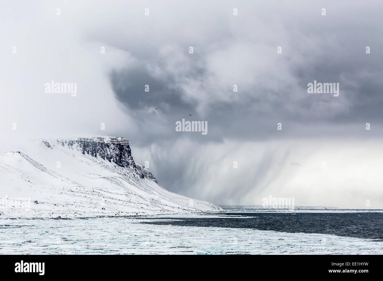 Snow storm approaching Alkefjelet, Cape Fanshawe, Spitsbergen, Svalbard, Arctic, Norway, Scandinavia, Europe - Stock Image