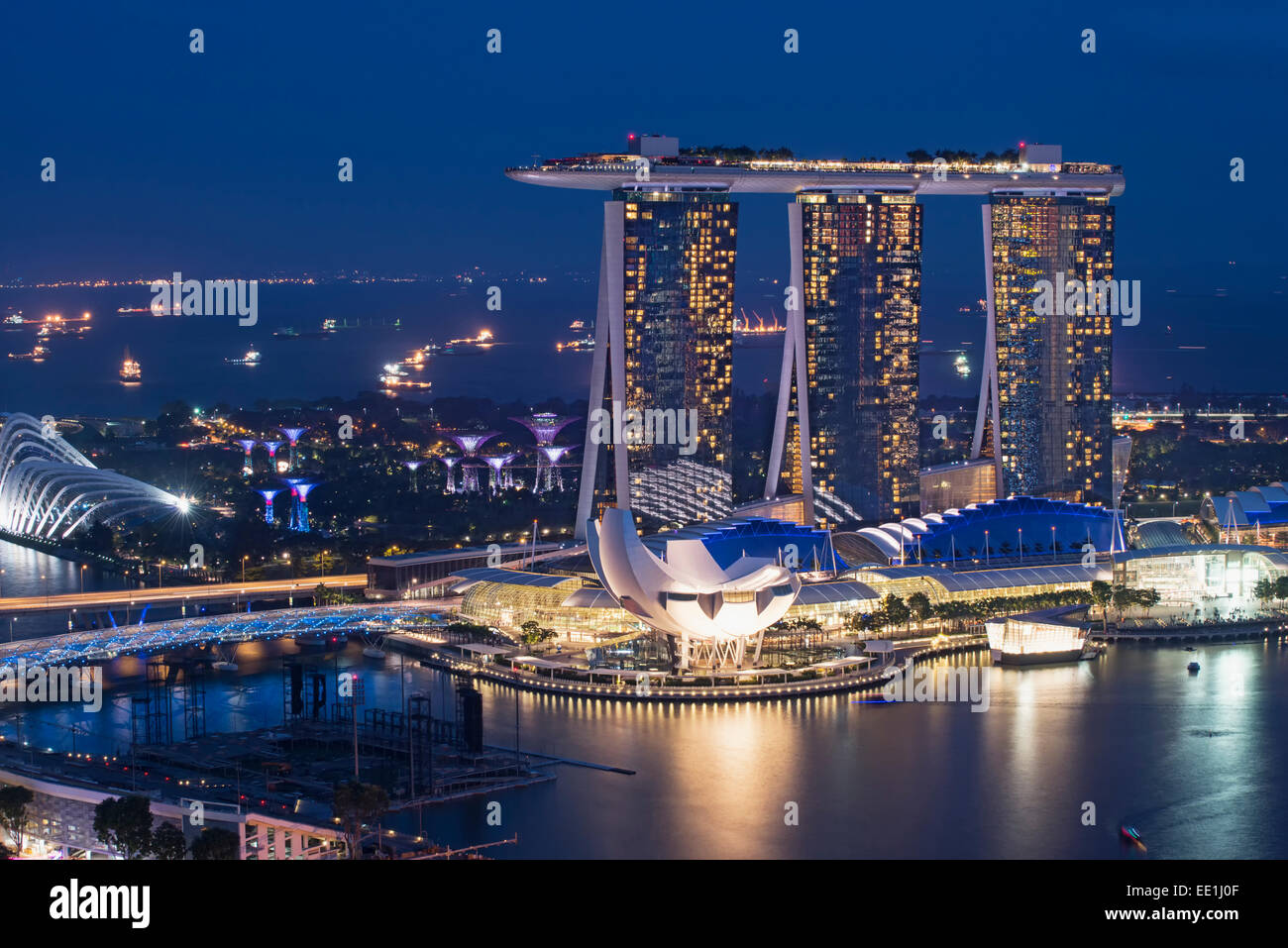 Marina Bay Sands Hotel and Science Museum at night, Singapore, Southeast Asia, Asia - Stock Image