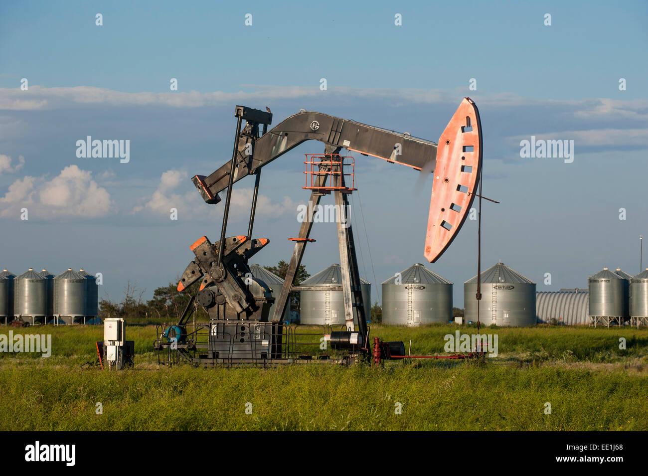 Oil rig on a field, Saskatchewan, Canada, North America - Stock Image
