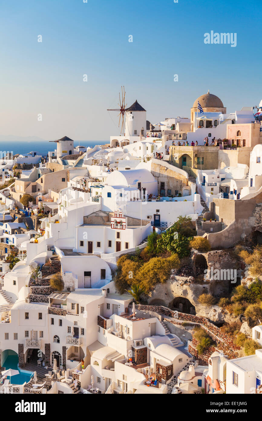Windmill and traditional houses, Oia, Santorini (Thira), Cyclades Islands, Greek Islands, Greece, Europe - Stock Image