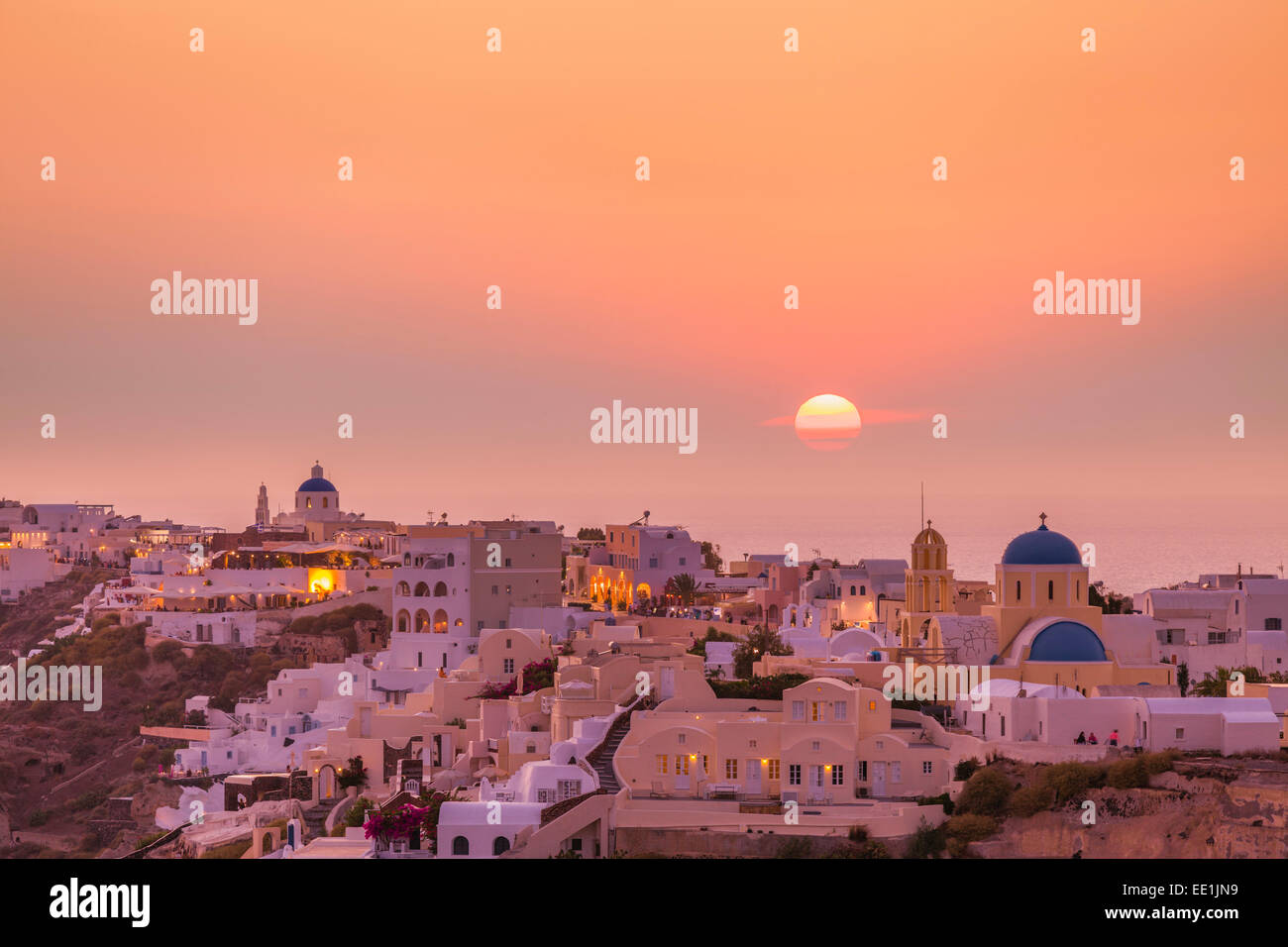 The village of Oia in the evening at sunset, Santorini (Thira) Cyclades Islands, Greek Islands, Greece, Europe - Stock Image