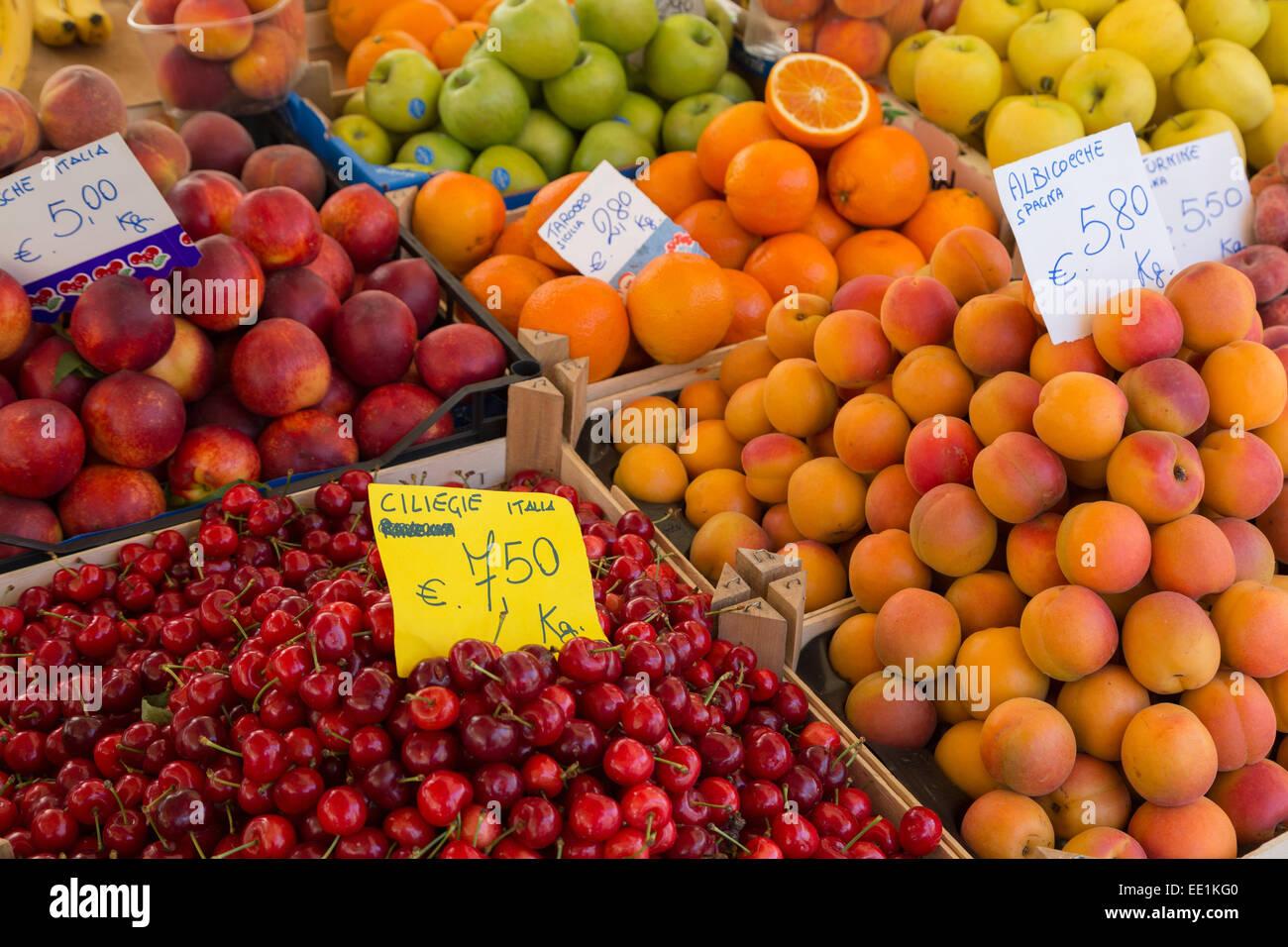 Fruit for sale in Mercato di Campo de Fiori, Rome, Lazio, Italy, Europe - Stock Image