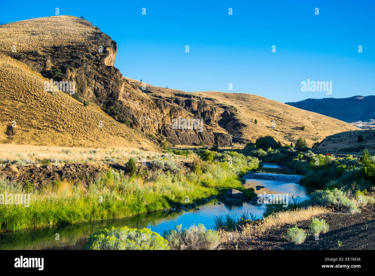 Mighty John Day River flowing through the Sheep Rock unit in the John Day Fossil Beds National Monument, Oregon, - Stock Image