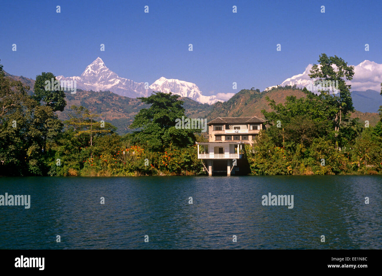 House by Phewa Lake, Pokhara, Nepal, Annapurna mountain range in background - Stock Image
