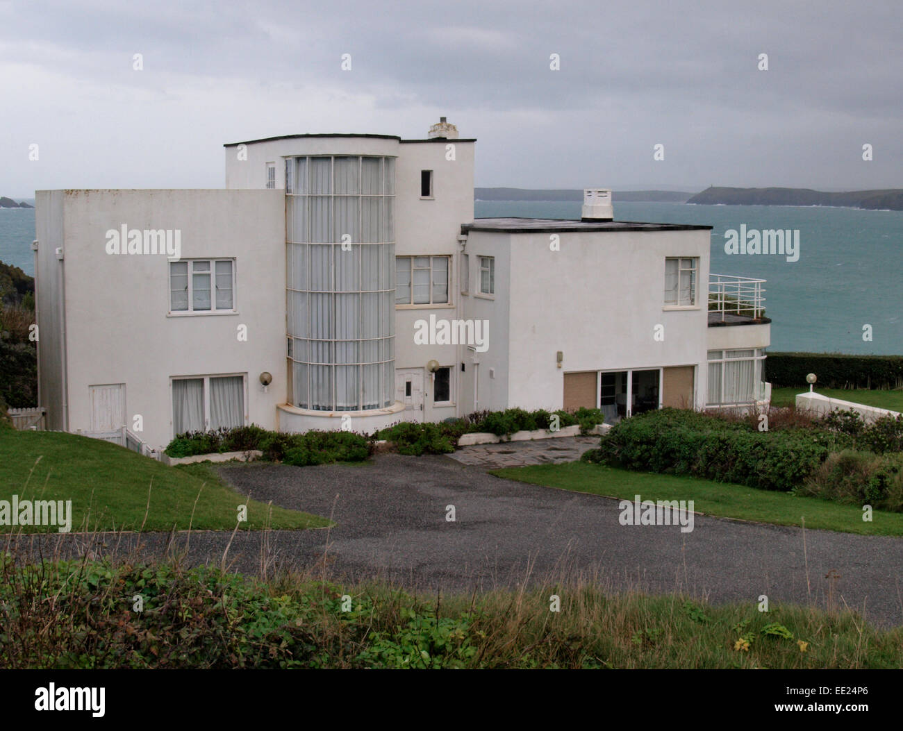 art deco house long cove near harlyn cornwall uk stock photo