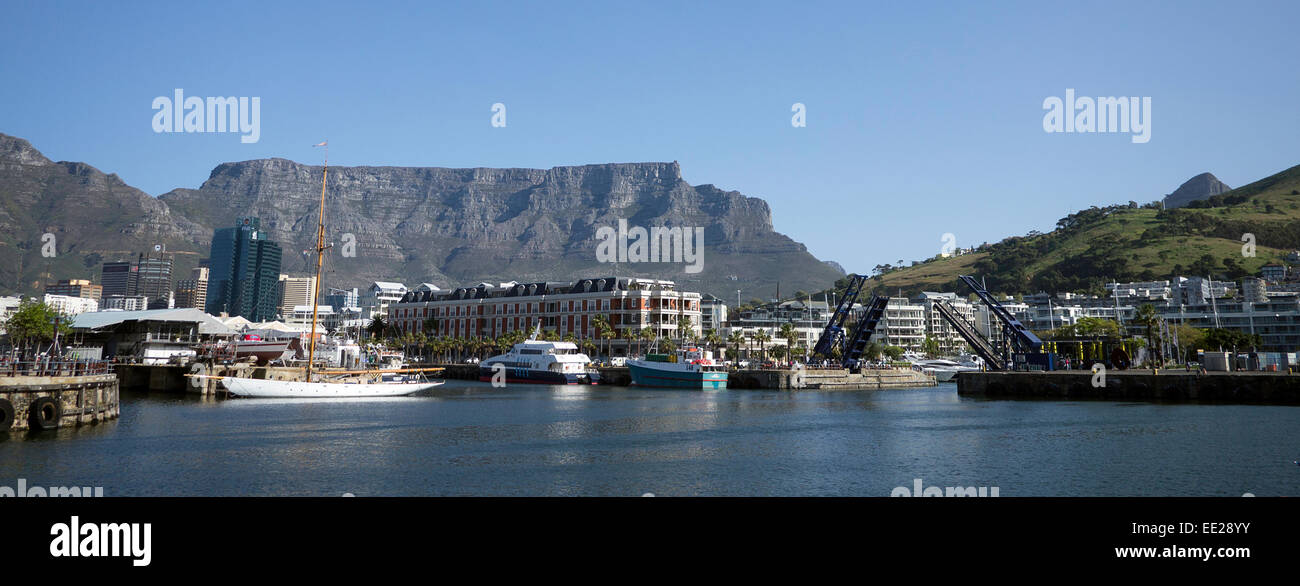 Wide format image of the V&A Waterfront in Cape Town, South Africa, with Table Mountain in the background. - Stock Image