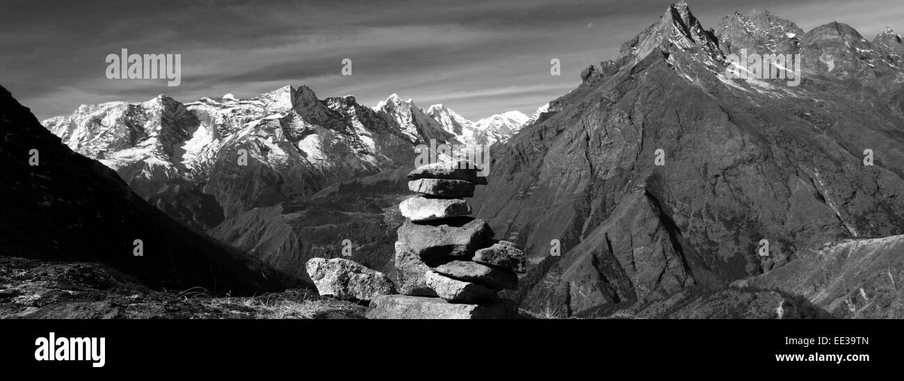 Prayer Stones and Buddhist Stupa on Tengboche Ri Hill, Tengboche village, Everest Base Camp trek, UNESCO World Heritage Stock Photo