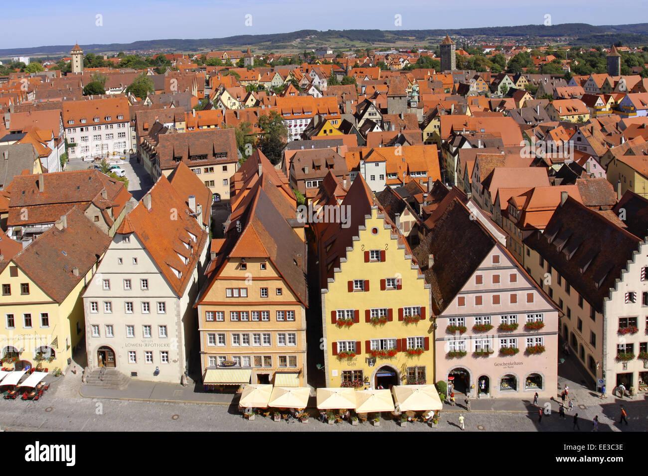 Deutschland, Bayern, Rothenburg ob der Tauber, Marktplatz, Altstadt, Stadtmitte, Haeuser, Fassade, Fassaden, Vogelperspektive - Stock Image
