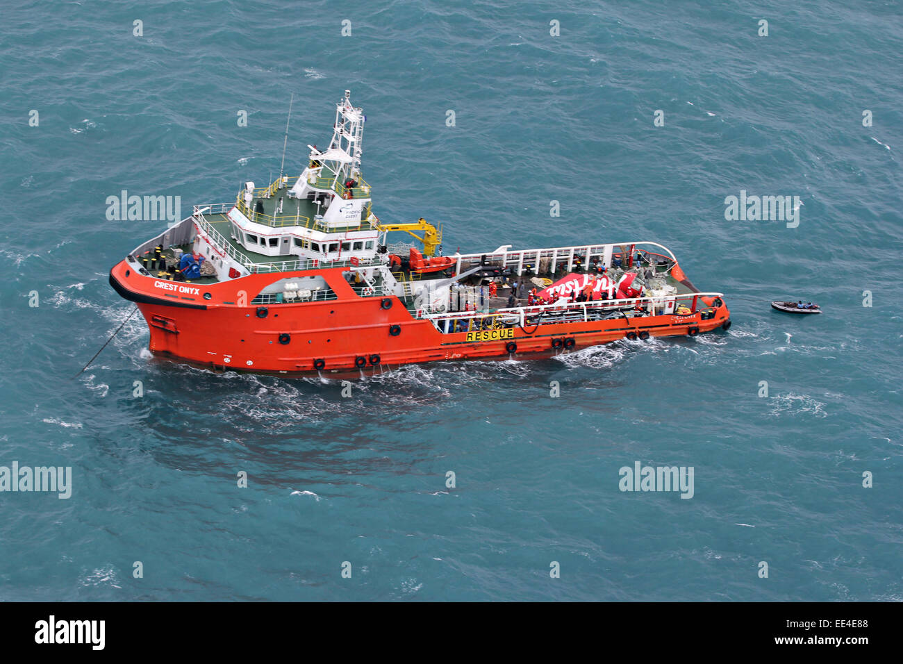 Offshore supply ship the Crest Onyx holds the tail section of Air Asia flight 8501 after recovering the piece from - Stock Image