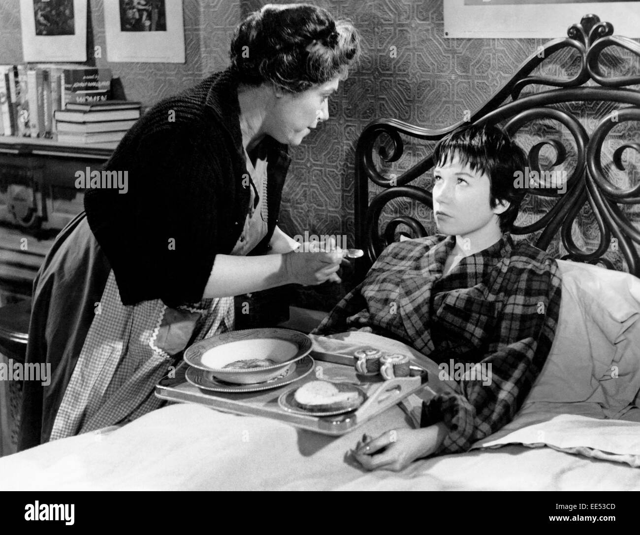 Naomi Stevens and Shirley MacLaine, on-set of the Film, 'The Apartment', 1960 - Stock Image