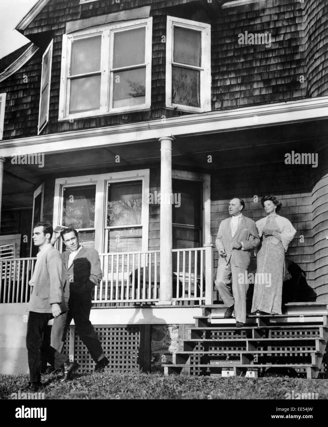 Dean Stockwell, Jason Robards, Ralph Richardson, Katharine Hepburn, on-set of the Film, 'Long Day's Journey - Stock Image
