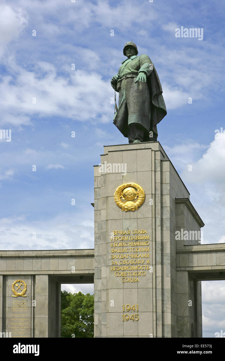 Deutschland, Berlin, Europa, Hauptstadt, Stadt, Sehenswuerdigkeit, Sowjetisches Ehrenmal zum Gedenken der gefallenen - Stock Image