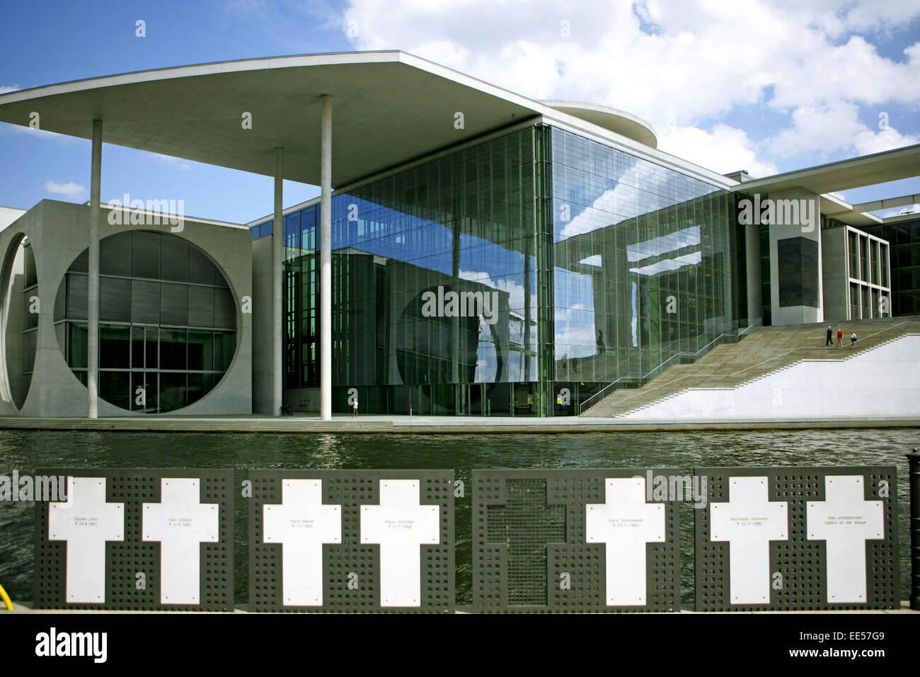 Deutschland, Berlin, Europa, Hauptstadt, Stadt, Sehenswuerdigkeit, Gedenkstaette Weisse Kreuze zur Erinnerung an - Stock Image