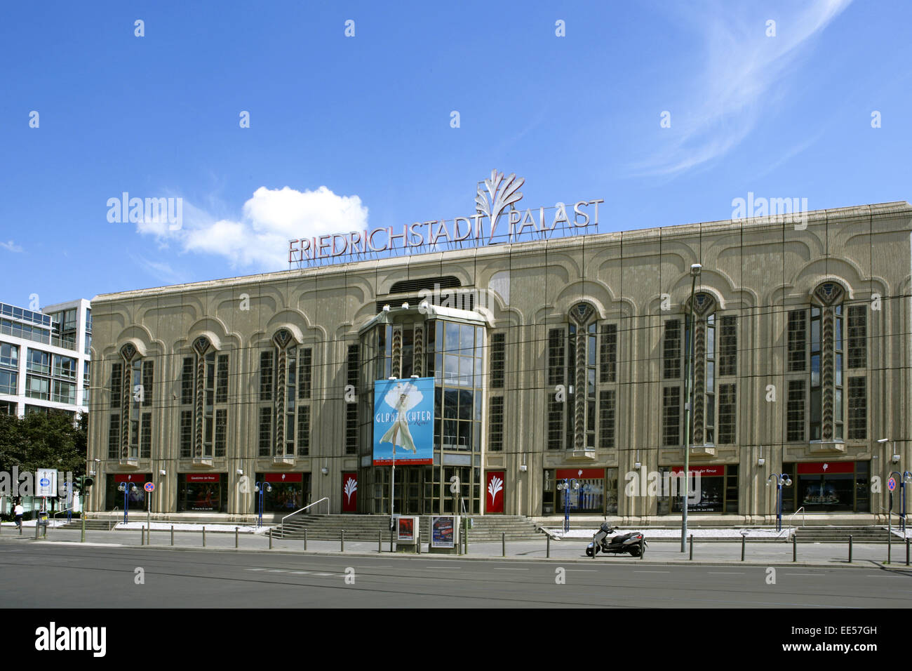 Deutschland, Berlin, Europa, Hauptstadt, Stadt, Sehenswuerdigkeit, Cabaret, Friedrichstadtpalast, Gebaeude, Grossstadt, - Stock Image