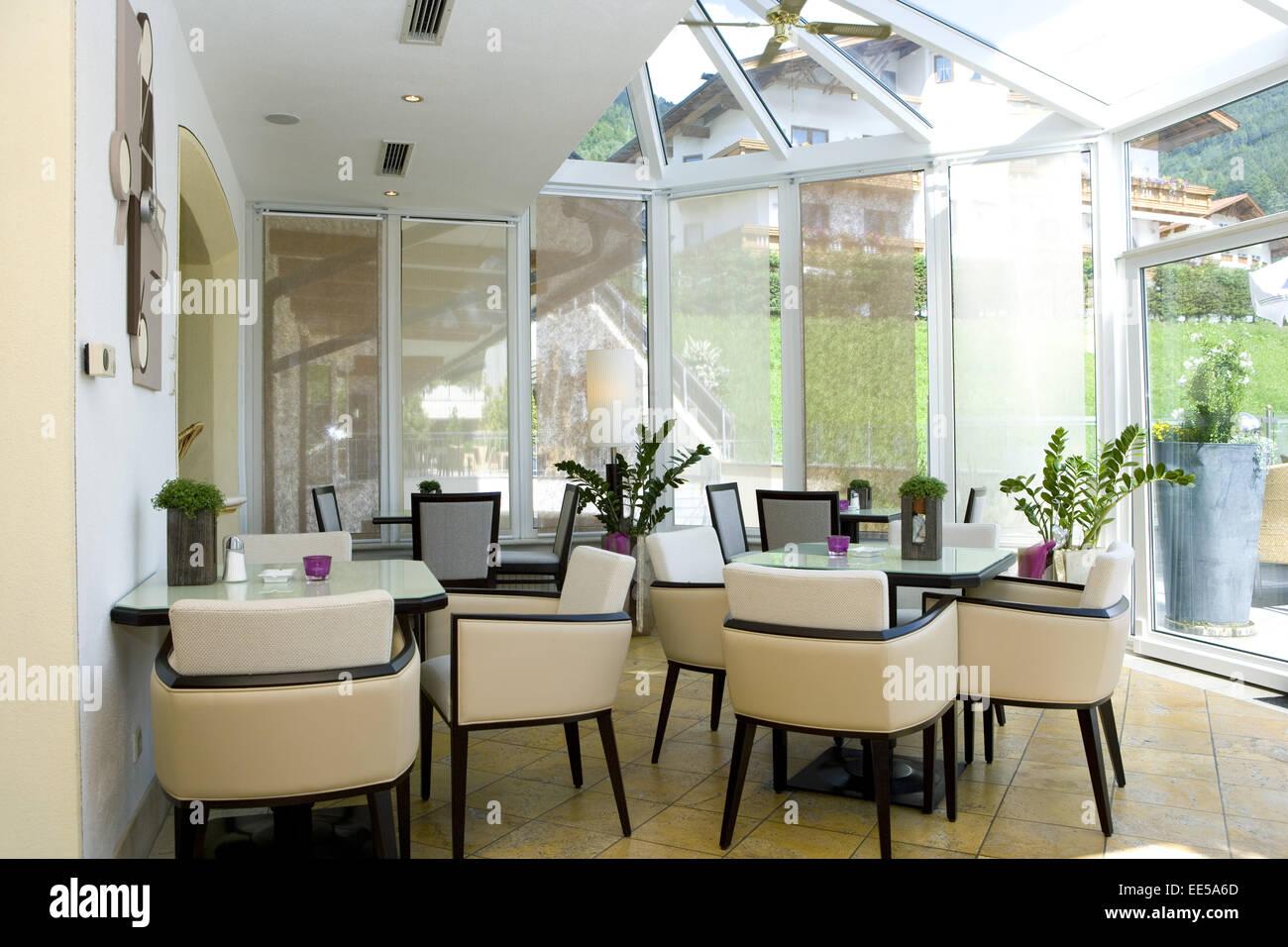 Bar, Bistro, Cafe, Wintergarten, Fenster, Innenaufnahme, Restaurant, Ruhetag, Stuehle, Tische, geschlossen, hell, - Stock Image