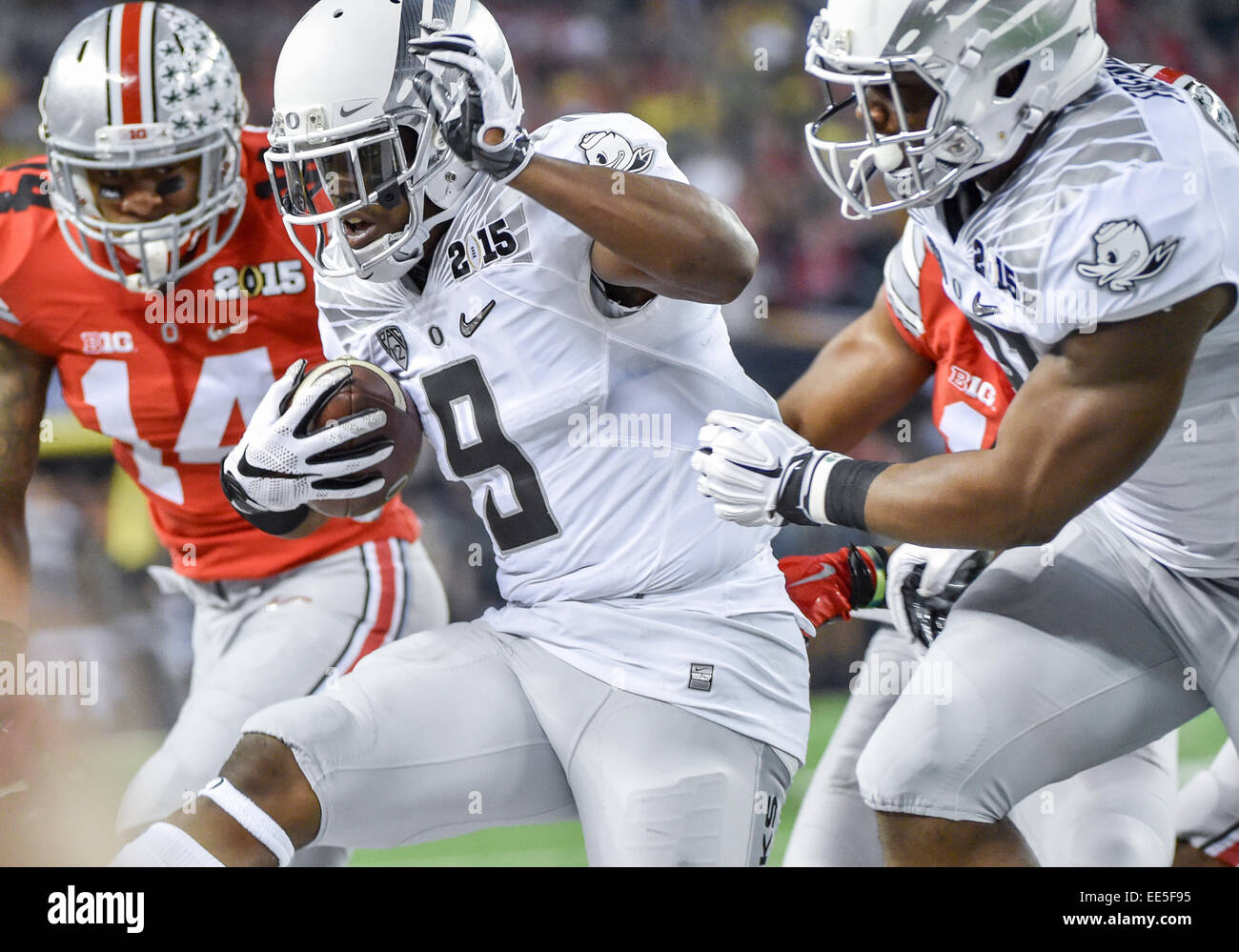 new product a300e b7313 Oregon Ducks running back Byron Marshall (9) carries the ...
