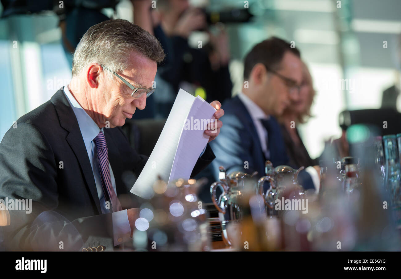 Berlin, Germany. 14th Jan, 2015. German Interior Minister Thomas de Maiziere (CDU) sits before the session of the - Stock Image
