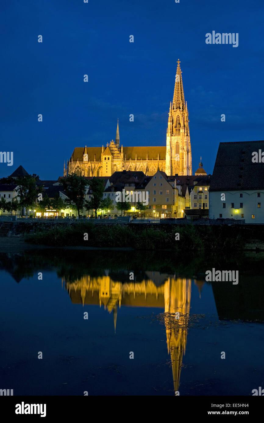 Deutschland, Regensburg, Stadtansicht, Dom St,  Peter, Steinerne Bruecke, Nacht, Europa, Bundesrepublik, Sueddeutschland, - Stock Image