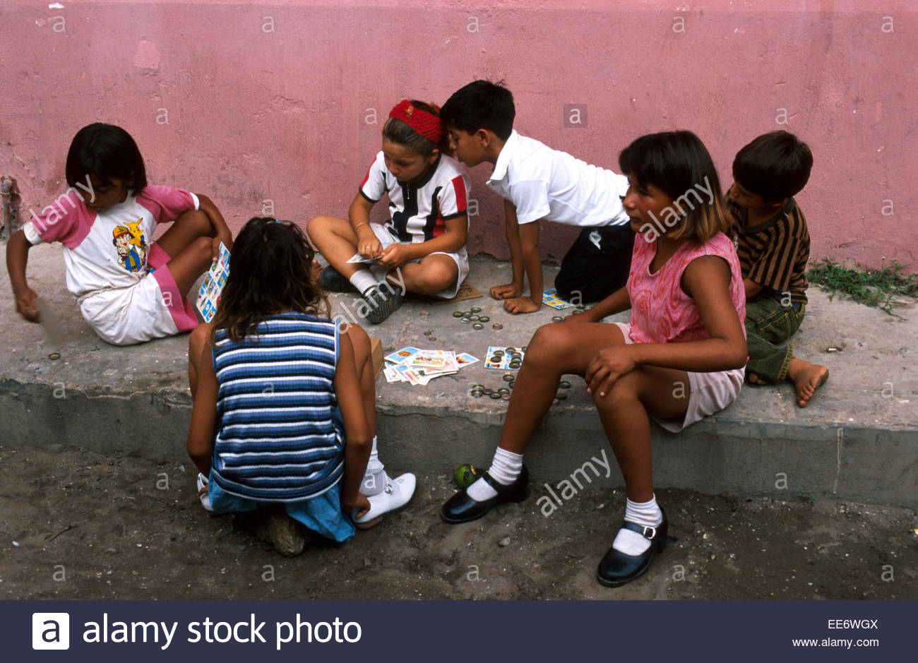 Mexcaltitan, Children playing loto in the street - Stock Image
