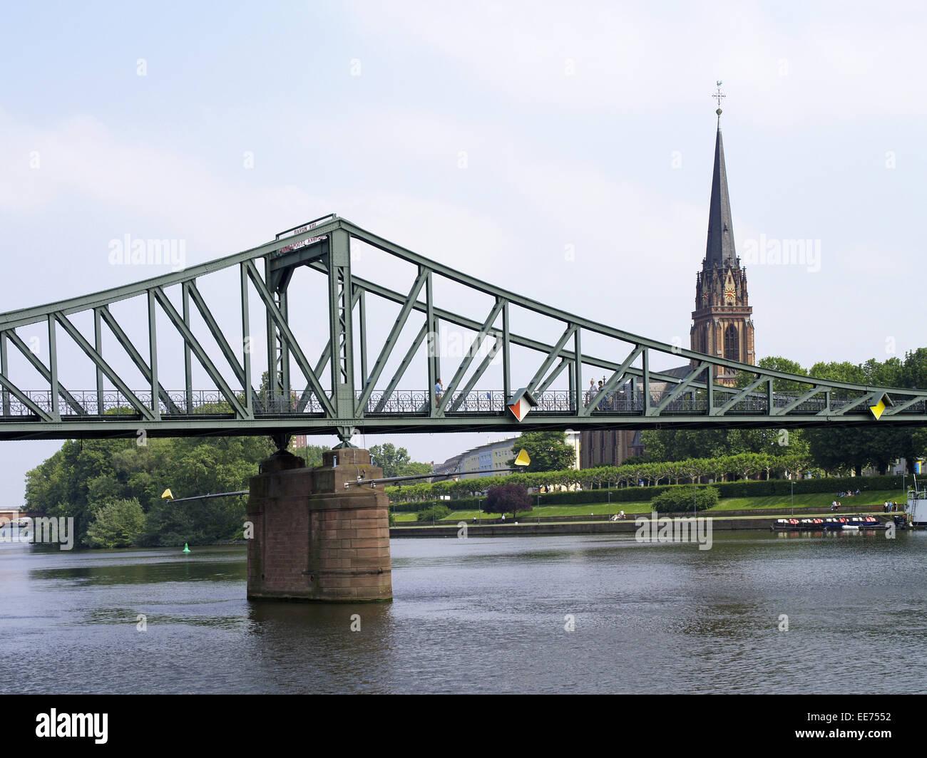 Deutschland, Hessen, Frankfurt am Main, Stadtansicht, Eiserner Steg, Kirche, Kirchturm, Deutschordenshaus, Bruecke, Stock Photo
