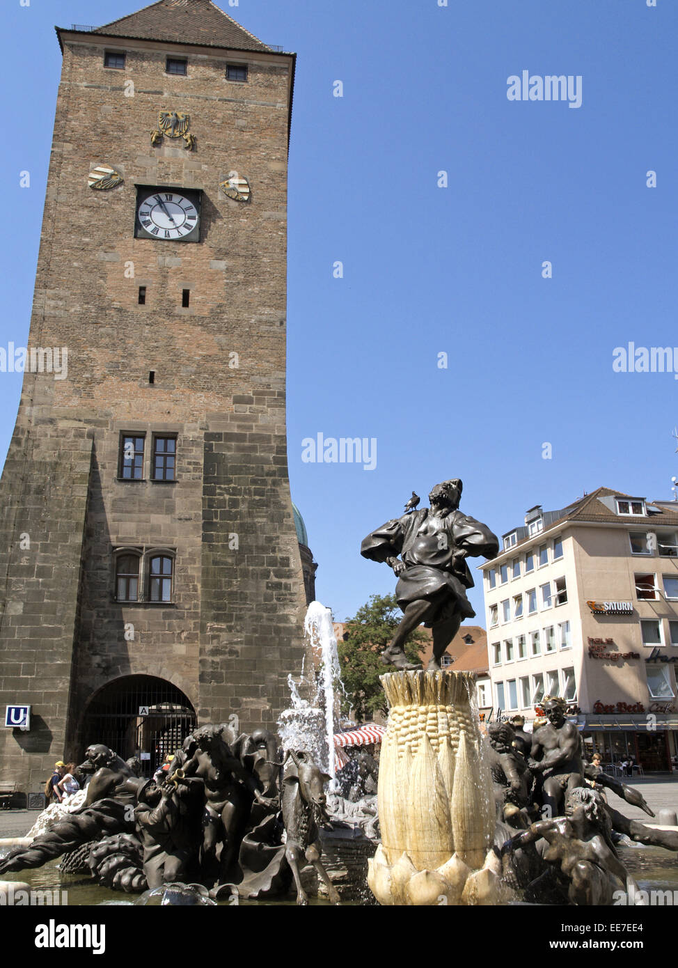 Deutschland, Bayern, Nuernberg, Weisser Turm, Brunnen, Ehekarussell, Franken, Mittelfranken, Innenstadt, Turmgebaeude, - Stock Image