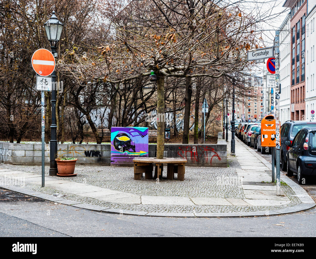 Berlin street, park, painted utility box, no entry sign, bench and tree, Mitte, Berlin - Stock Image