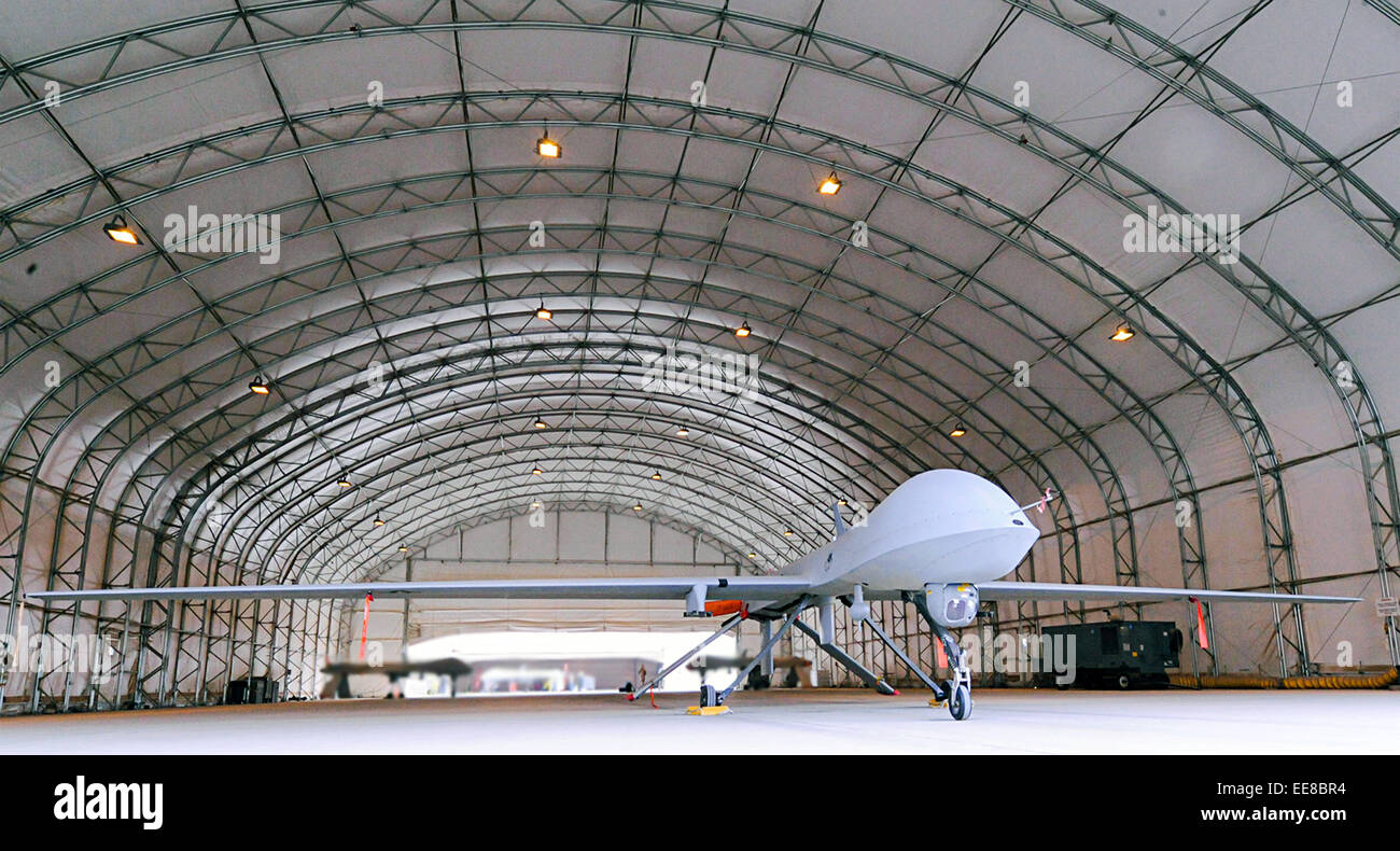 MQ-1B Predator in hangar awaiting deployment to support security surrounding the 2009 Iraqi provincial elections. - Stock Image