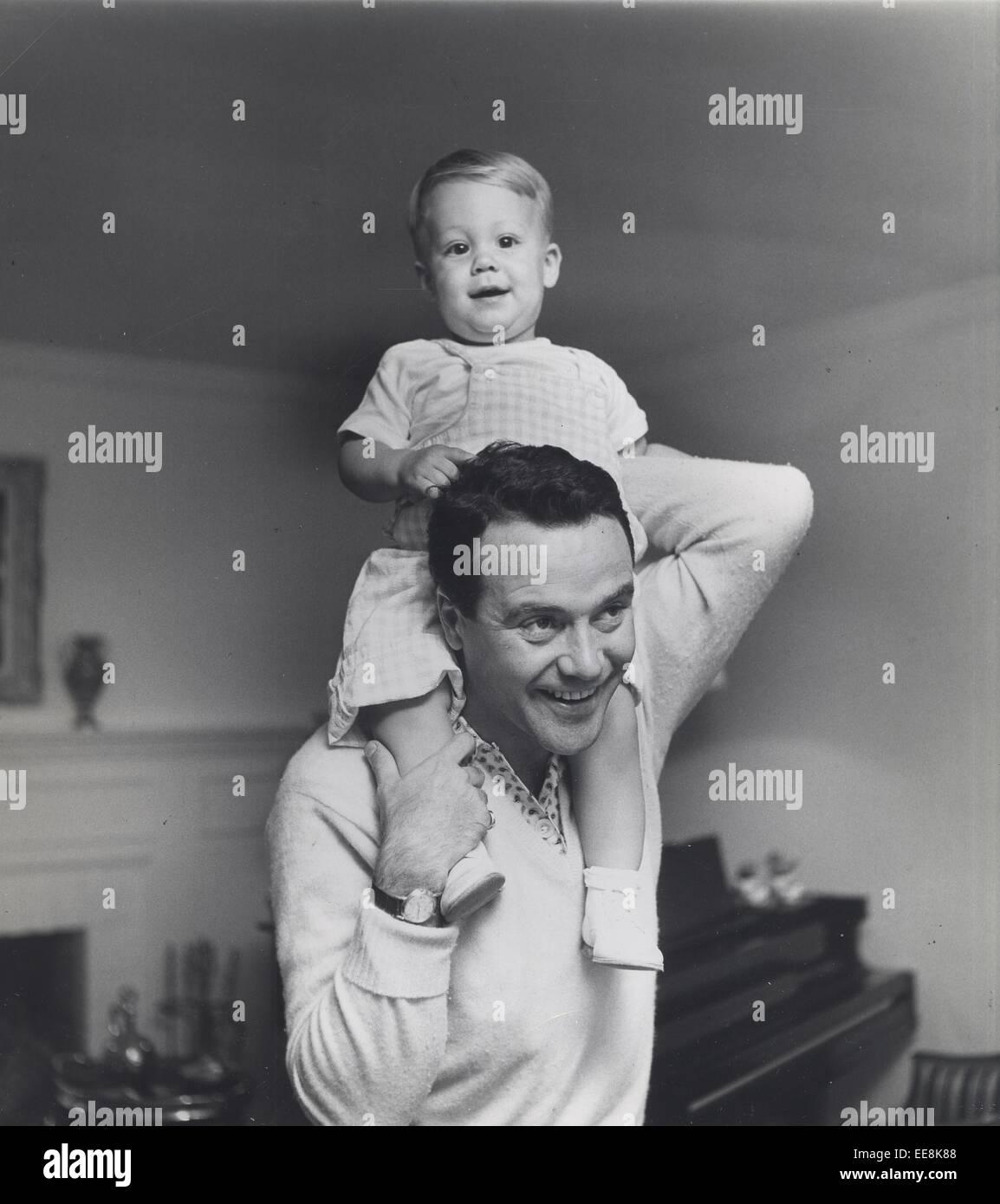 JACK LEMMON with Chris 1954. © Larry Barbier/Globe Photos/ZUMA Stock ...