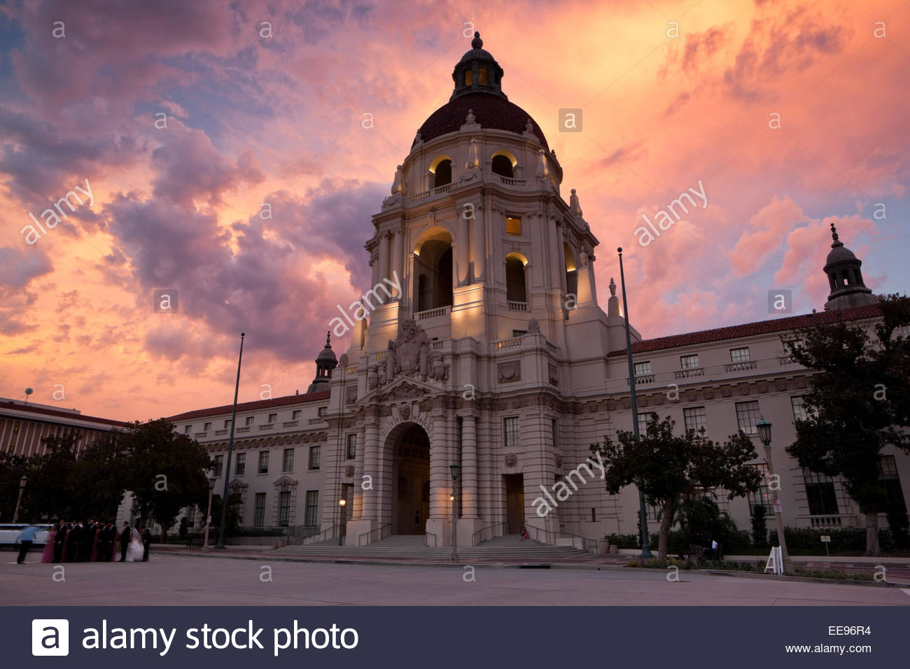 Pasadena City Hall Wedding.Wedding Photography Session In Front Of City Hall At Sunset Stock