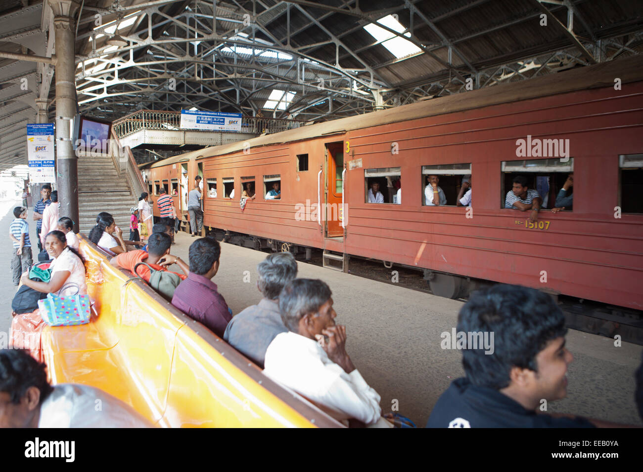TRAIN AT COLOMBO FORT RAILWAY STATION - Stock Image