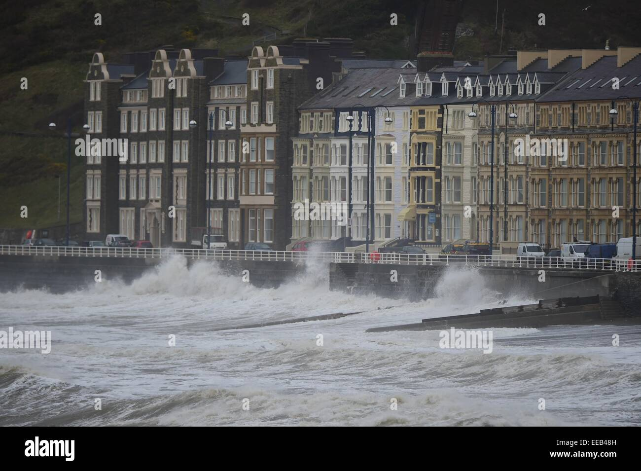 Aberystwyth, Wales, UK. 15th January, 2015. UK Weather: Gale force winds and stormy seas continue to batter the - Stock Image