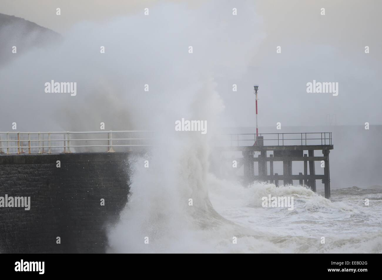 Aberystwyth, Wales, UK. 15th January, 2015. UK Weather: Gale force winds and stormy seas continue to batter the Stock Photo