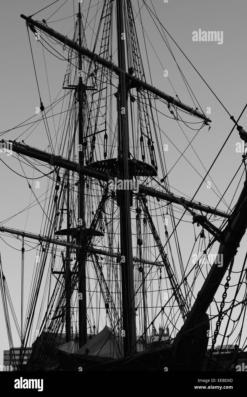 Monochrome Tall ship rigging at Gloucester docks. - Stock Image