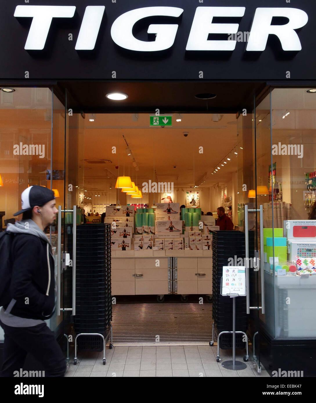 tiger shop stock photos tiger shop stock images alamy. Black Bedroom Furniture Sets. Home Design Ideas