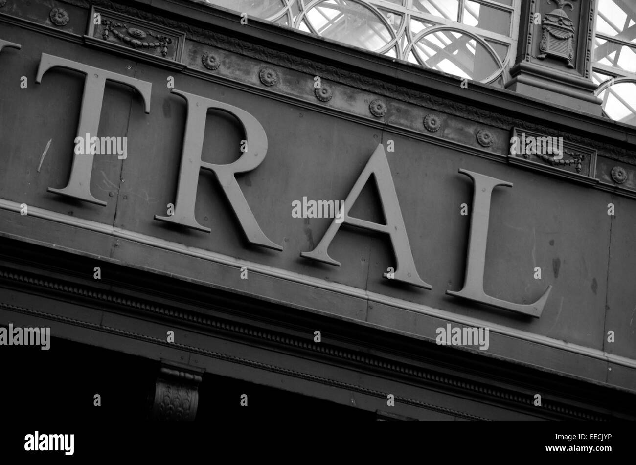 Sign above the underpass at Central Station in Glasgow, Scotland - Stock Image