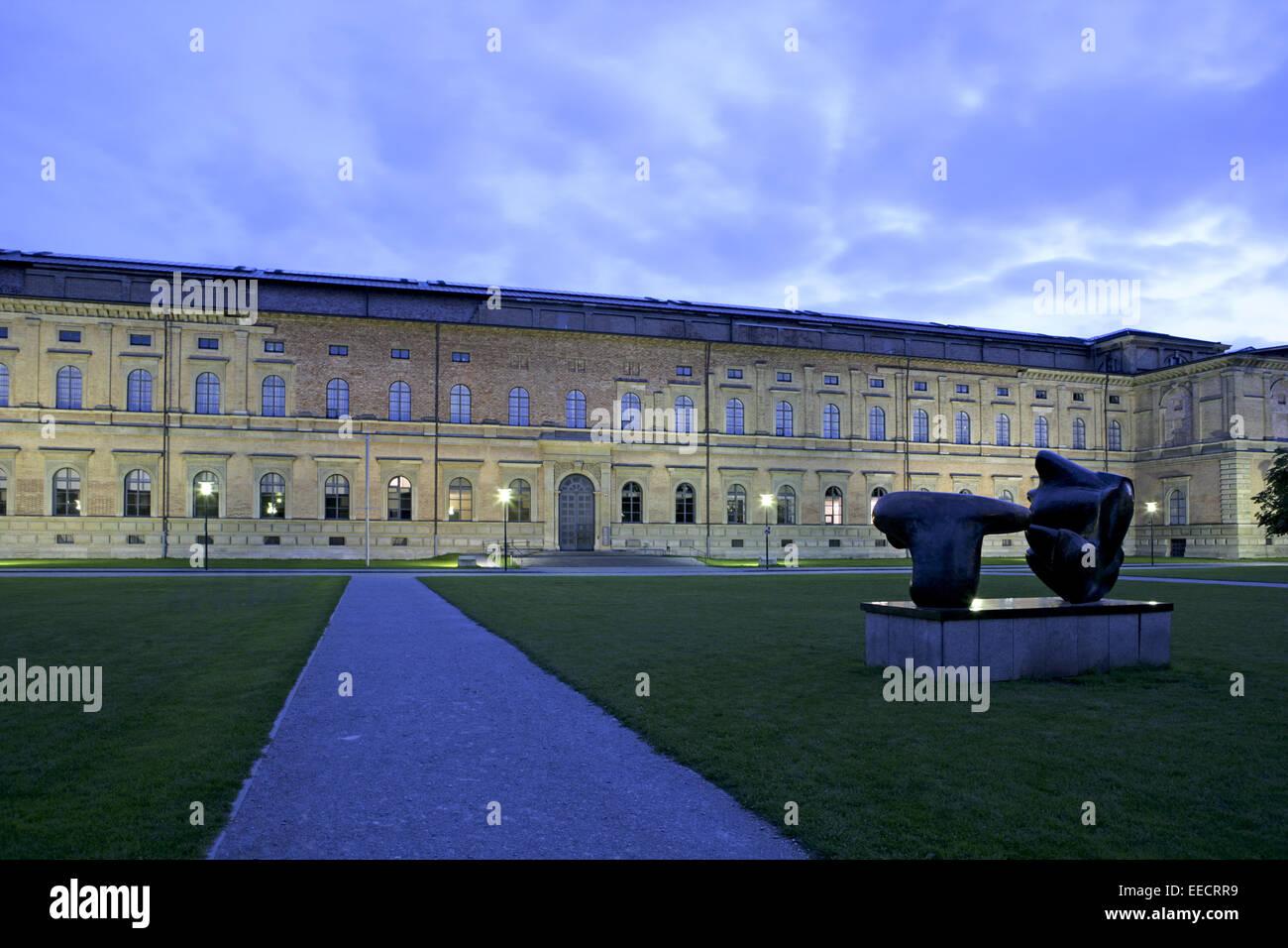 Alte Pinakothek, Architektur, Aussenansicht, Aussenaufnahme, Bronze, Fassade, Gebaeude, Gebäude, Gebaeudefassade, - Stock Image