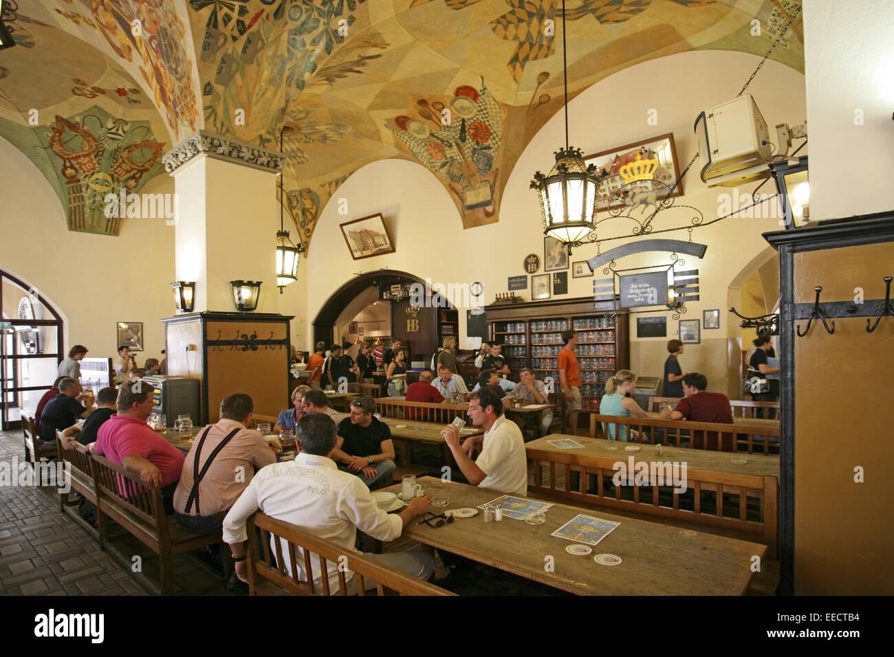 Deutschland, Oberbayern, Muenchen, München, Hofbraeuhaus, Hofbräuhaus Gaststube 'Schwemme', Gaeste, - Stock Image
